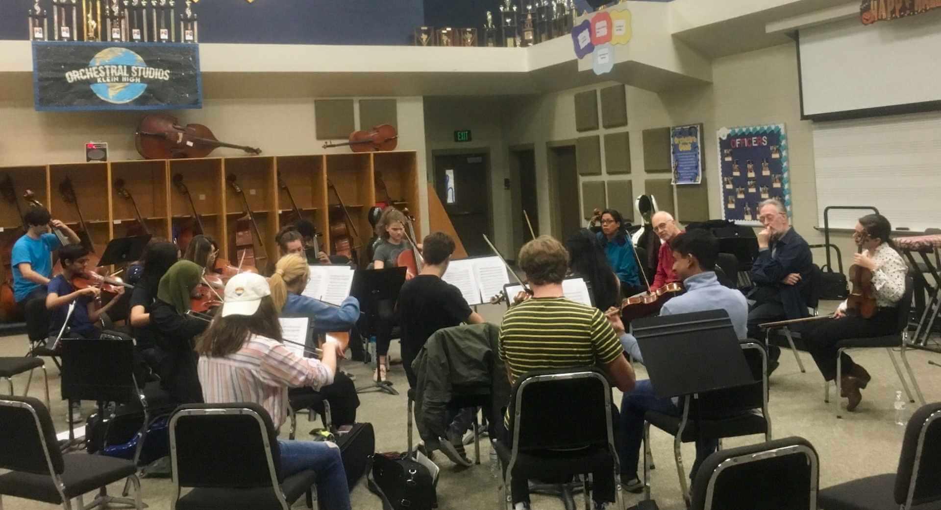 Los músicos Klein High y Klein Oak aprenden del cuarteto de cuerda Juilliard