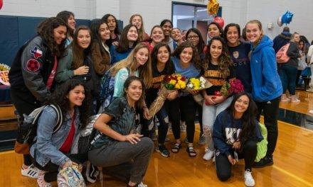 28 estudiantes y atletas de Klein Collins participan en el Día Nacional de Firma 2020