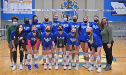 El entrenador de voleibol de Klein High se une al club Elite 500 Wins