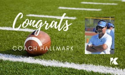 Entrenador Hallmark incluido en el Salón de Honor de la Asociación de Entrenadores de Fútbol Americano del Área Metropolitana de Houston