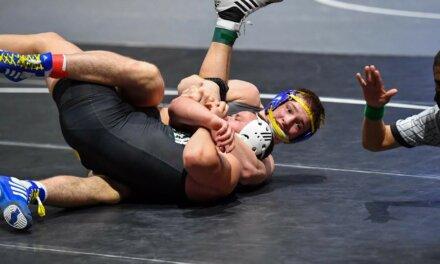 Klein High Wrestler gana el primer lugar en el torneo estatal